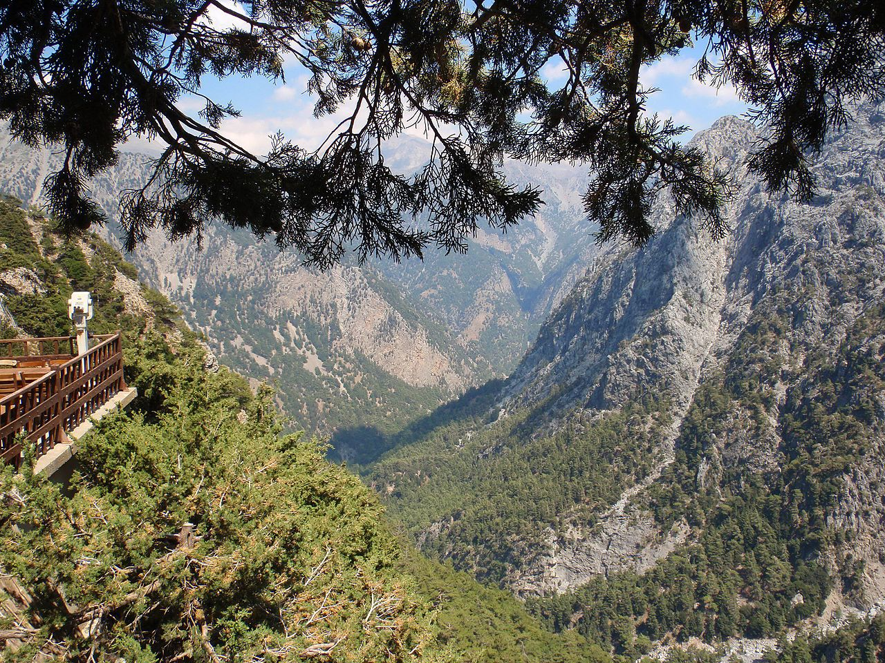 Samaria Gorge View from Above- Chania, Crete, Greece- Jimzoun, Samaria Gorge - Crete, Greece (3), CC BY-SA 4.0